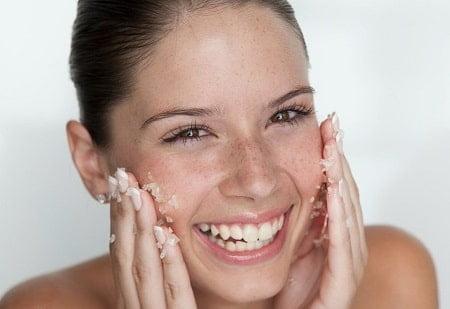 zelf gezichtsscrub maken